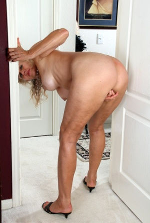 Mature Ass And Pussy