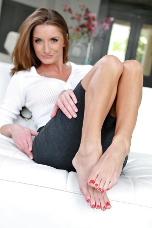 Mature Pussy and Feet